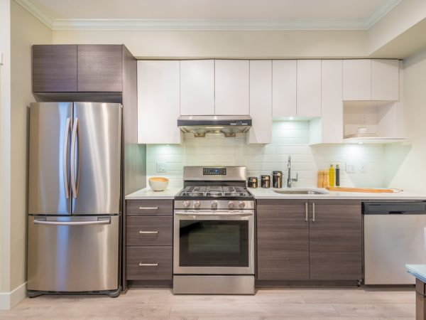 Modern,,Bright,,Clean,,Kitchen,Interior,With,Stainless,Steel,Appliances,In
